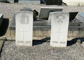 Túmulos do Facebook e da Princeton em cemitério.