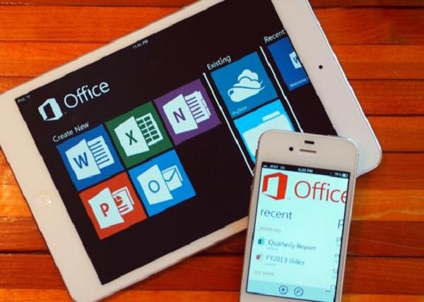 Ipad e iPhone com o app Office aberto