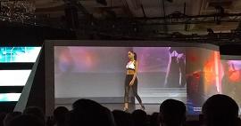 Desfile mostrando sensores vestíveis da Intel