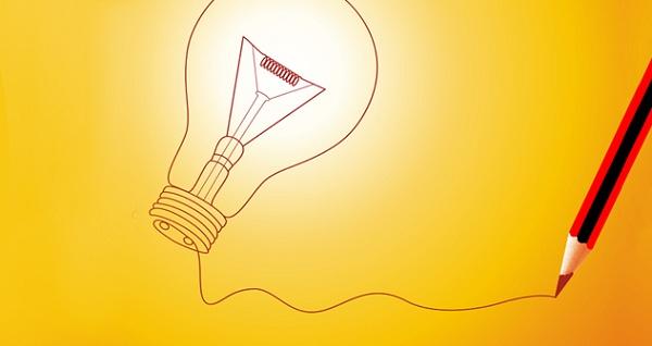 lâmpada ligada à um lápis