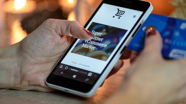 Foto da tela de um app com e-commerce suportado por beacons