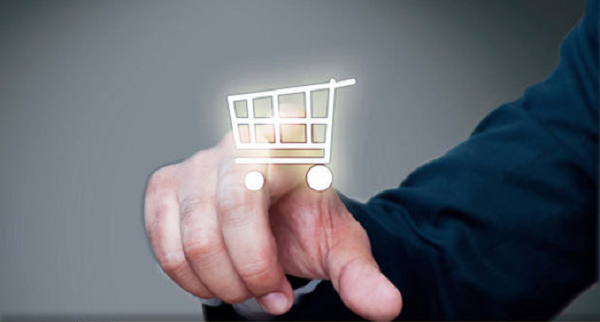 mão clicando em um carrinho de compras virtual