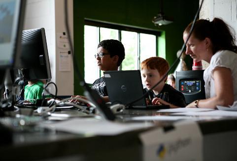 Atrair pessoas para programação aumentará desigualdade social