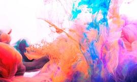 Nuvém de fumaça e tintas coloridas